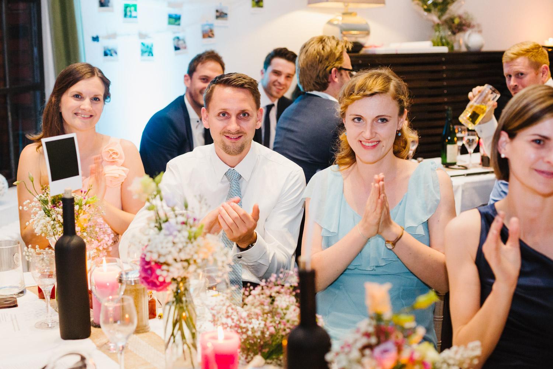 Hochzeitsgäste Applaus