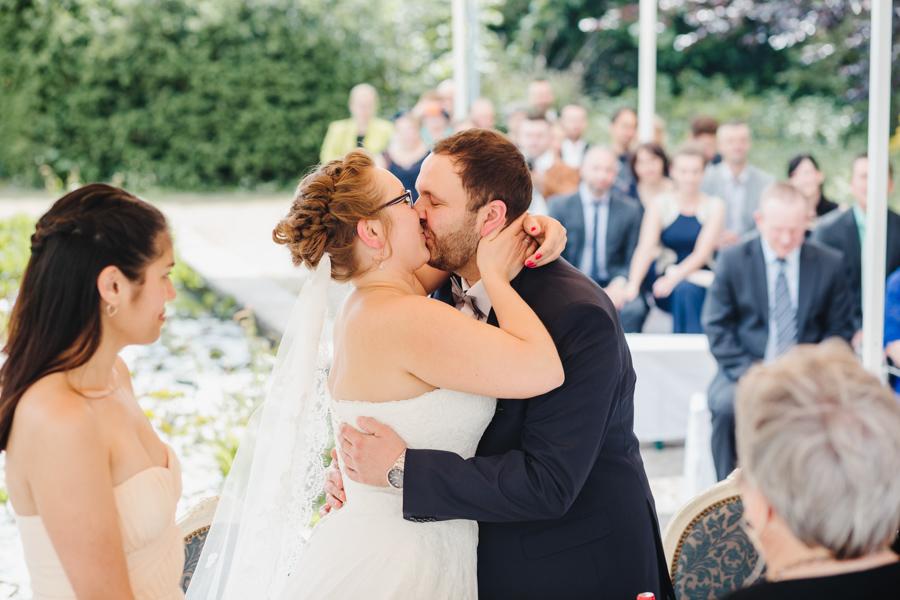 Brautpaar Trauung Kuss