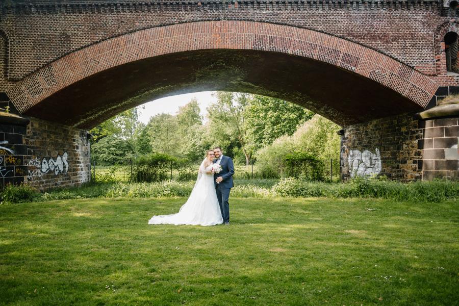 Hochzeitsshooting Brautpaar Brautstrauß