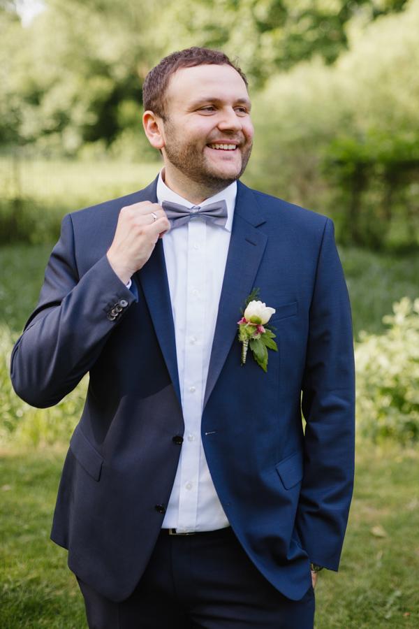 Hochzeitsshooting Bräutigam Fliege