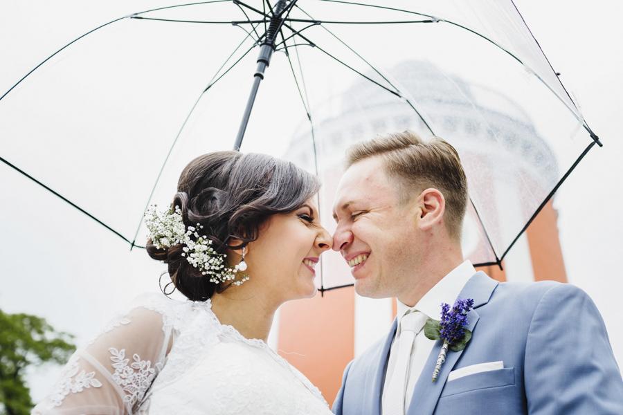 Brautpaar Regenschirm