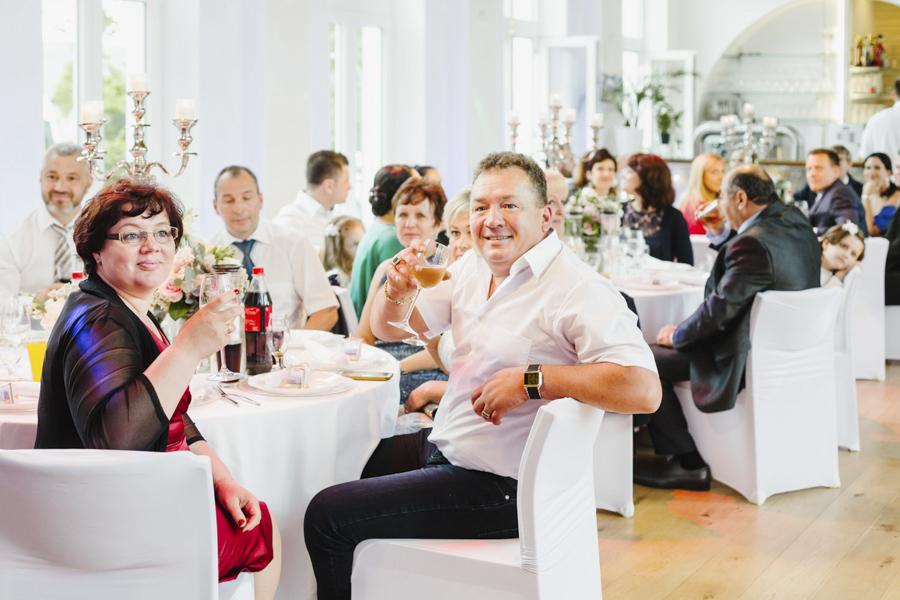 Anstoßen Hochzeit