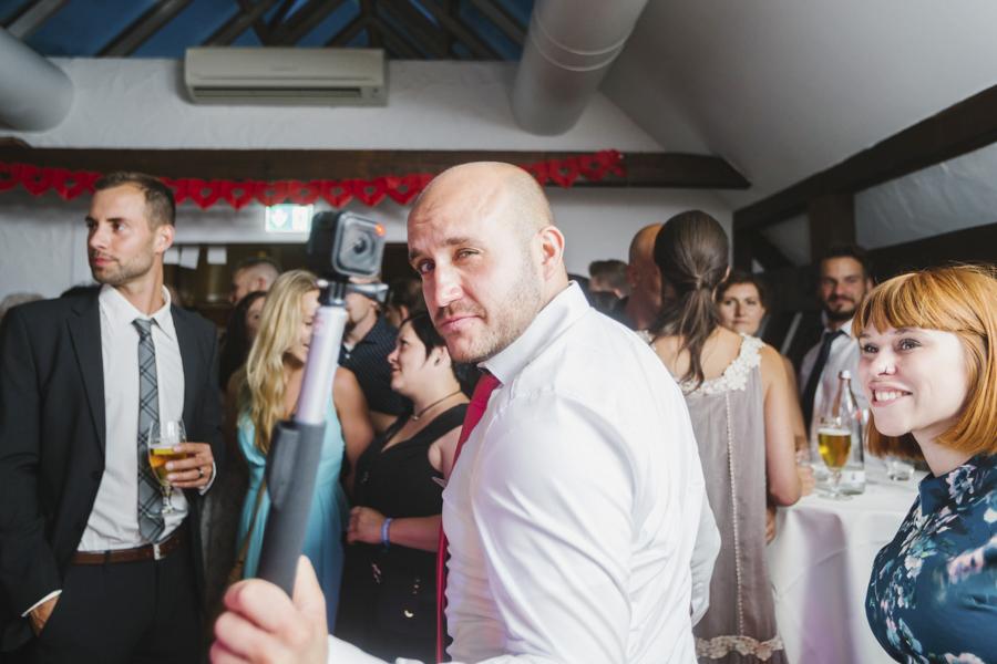 feiernde Hochzeitsgäste