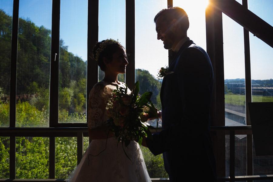 Brautpaar im Schatten